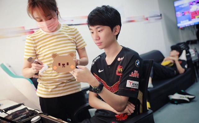 Doinb到底有多重要?刘青松开播:他是核心没他FPX就散了