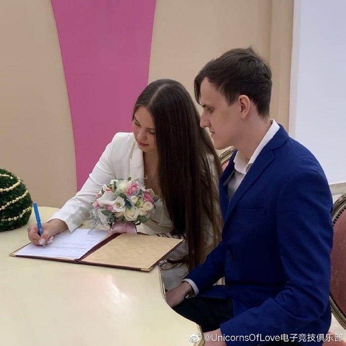 UOL:祝辅助选手SaNTaS新婚快乐
